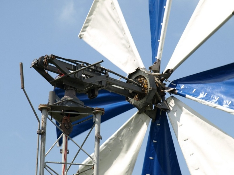 Самодельный ветряк из тракторного генератора: использование запчастей от трактора и автомобиля