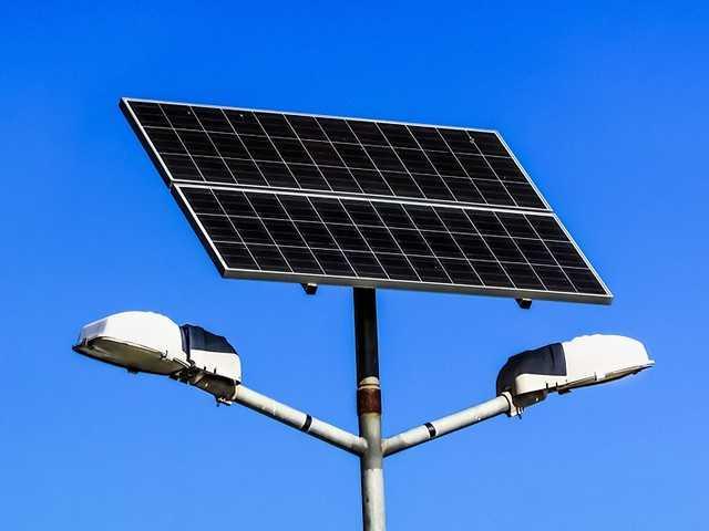 Солнечные батареи для освещения двора